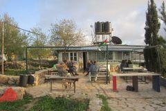Zona pranzo esterna dei volontari