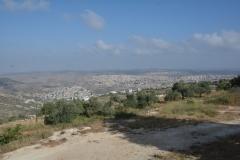 Landscape. In fondo in basso il villaggio di Nahalin, in alto un altro insediamento