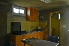 Grotta trasformata in appartamento - cucina e bagno
